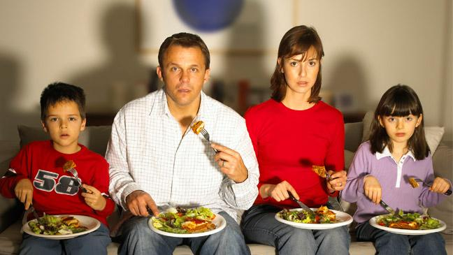 brits-eat-together---in-front-of-tv-136393439315903901-140926091553.jpg